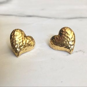 Jewelry - Vintage gold hammered heart earrings